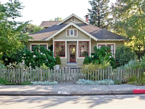 5 Classic Bungalows For Sale Born Out Of The Early British And American Movement To Revive Handicrafts These Arts Crafts Homes Were Built In