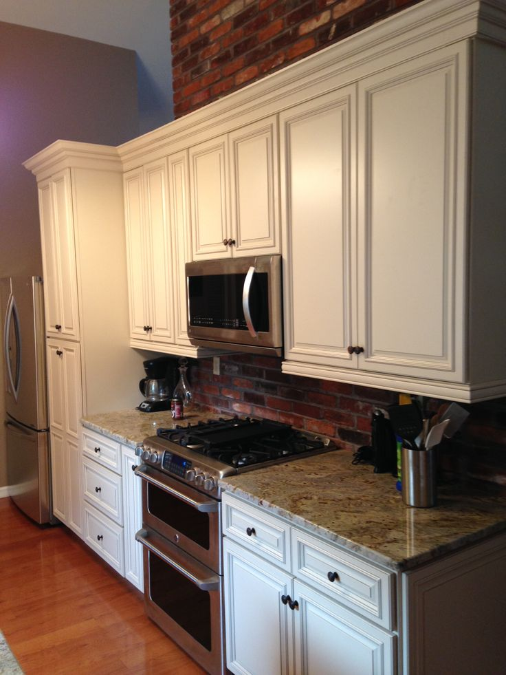 They dreamed it so herculaneum designer jamie brown for Carriage house kitchen cabinets