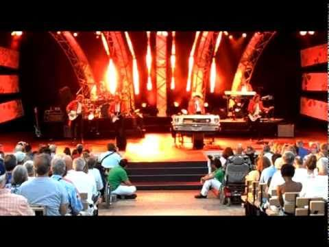 Paul Revere and The Raiders LIVE - Just Like Me - Disney World Epcot - YouTube