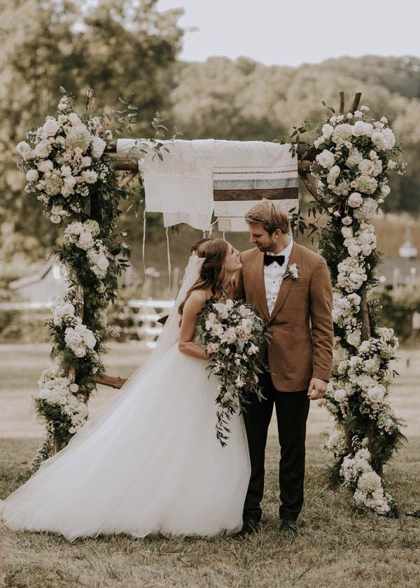 Major heart eyes for the fall floral design in this black tie wedding | Image by Bradford Martens