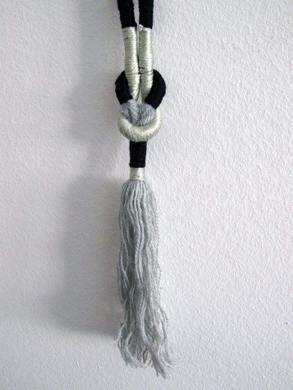 Contextuality / rope necklace