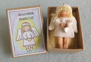 bescherm-engeltje-in-een-doosje-1-768x524 Atelier Pippilotta, Het Vrolijke Nest, popje in doosje
