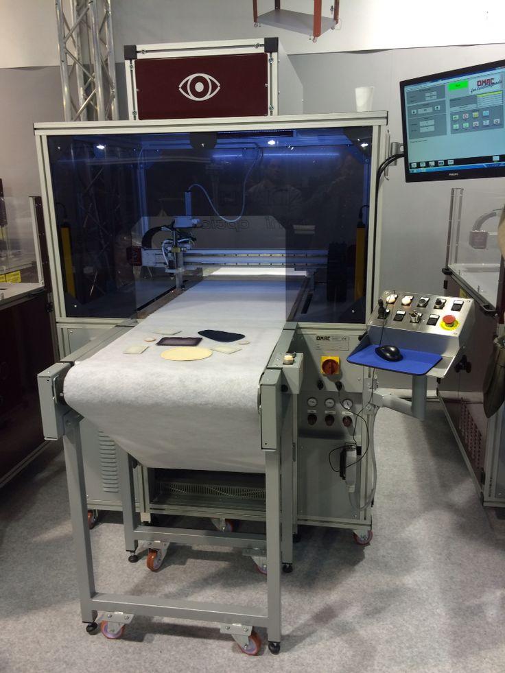 Maquina en coladora automática con visión artificial para detectar y encolar las piezas
