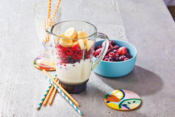 Bananen + zomerfruit + yoghurt = een verfrissende zomerse shake. - Recept - Allerhande