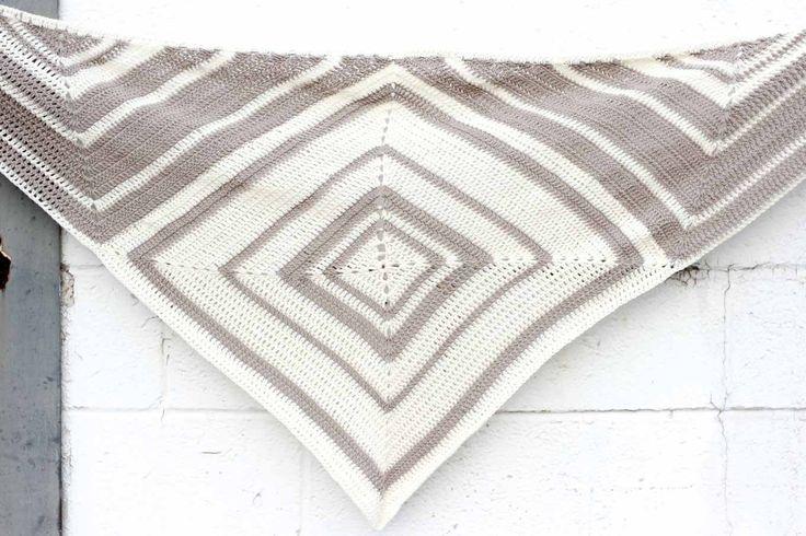 Mejores 666 imágenes de Crochet Shawls and Wraps en Pinterest | Chal ...