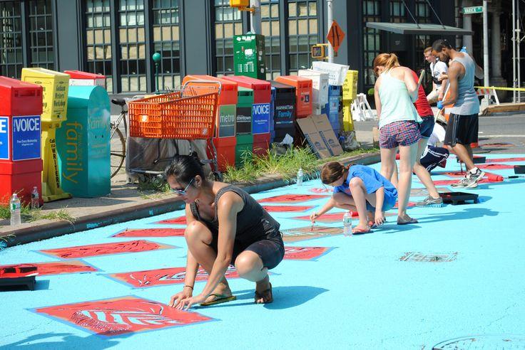 O Departamento de Transporte (DOT) de Nova Iorque conta com o DOT ART, um programa de arte através do qual o departam...