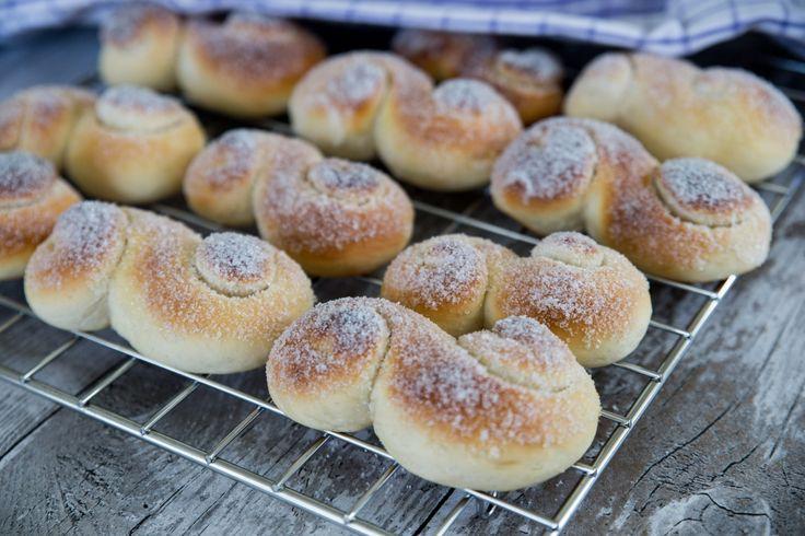 Läckra vaniljbullar som kallas socker-S