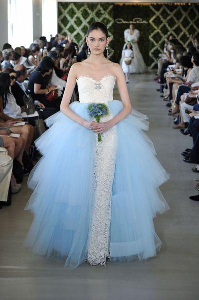 Vestido de novia de tul azul. Super original y bonito