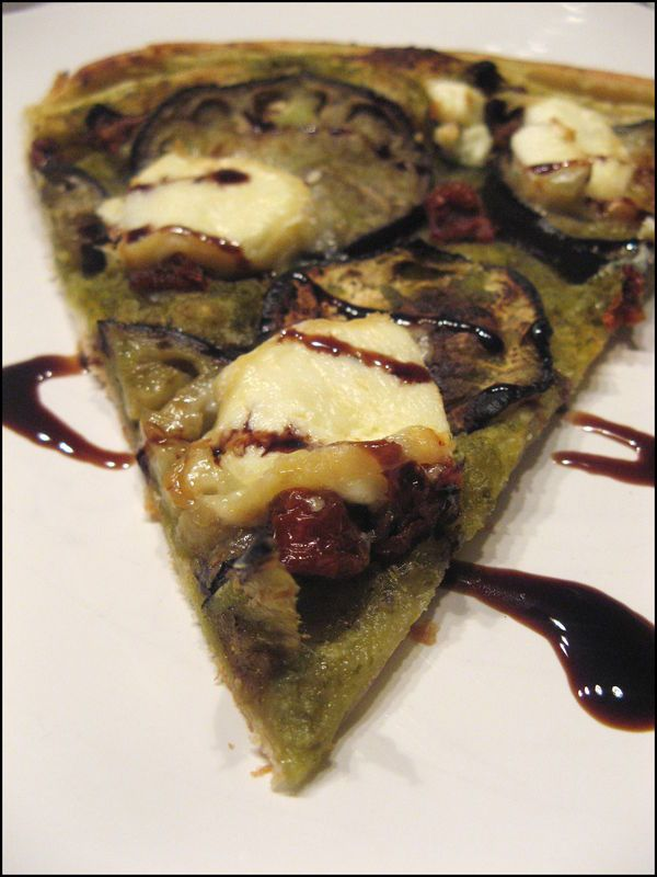 Tarte fine aubergine, pesto et chèvre