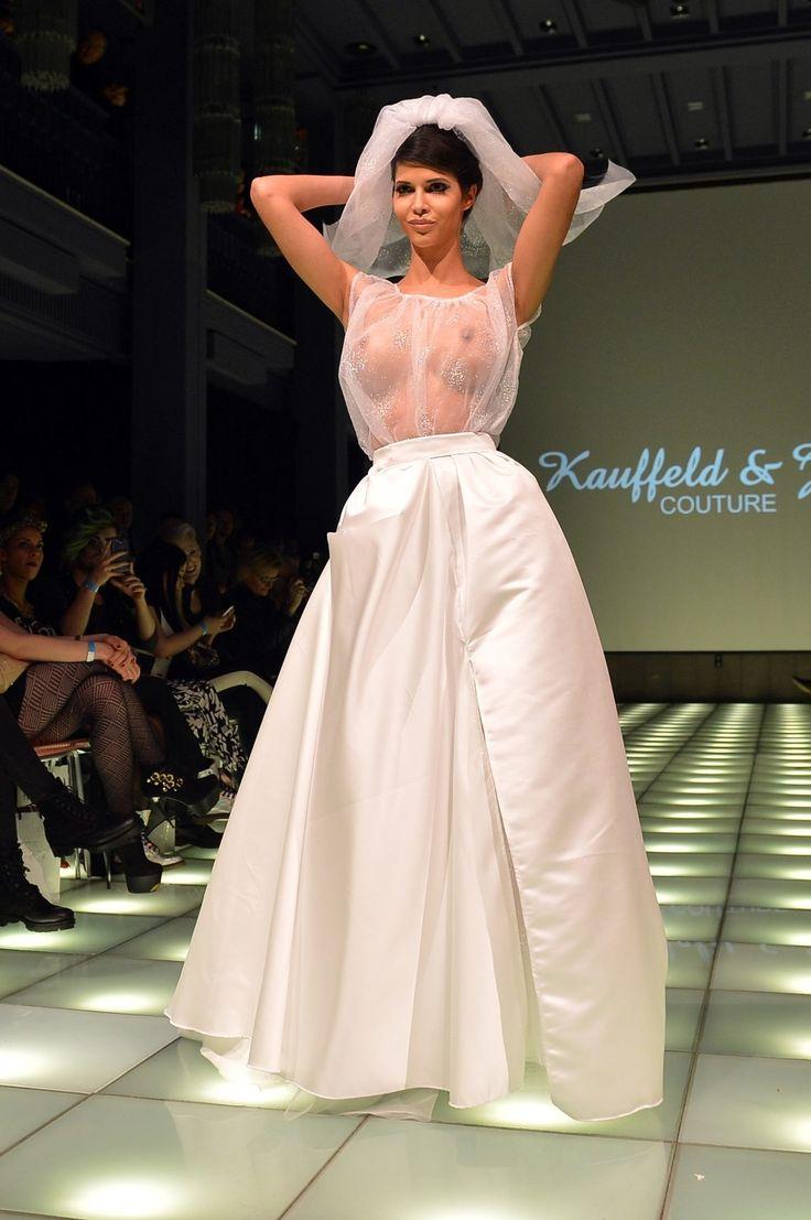 https://cloudpix.co/fashion-week-dpa-image-micaela-schaefer-1139821.html