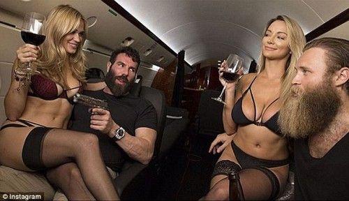 Τι κάνει η Χίλαρι Κλίντον στο αεροσκάφος των οργίων του Dan Bilzerian;   kontranews.gr
