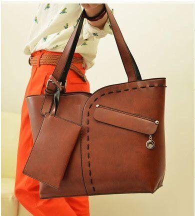 20270 Brown Red Tinggi : 29cm Lebar : 32cm Tebal : 10cm Cara Buka : Resleting Tali Panjang : Tidak Ada Bahan : PU 1000 gram 186.000 #fashion #bag #tas