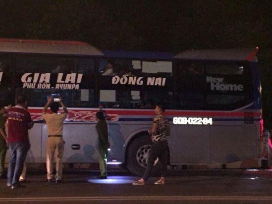 ném đá xe khách, Đắk Lắk