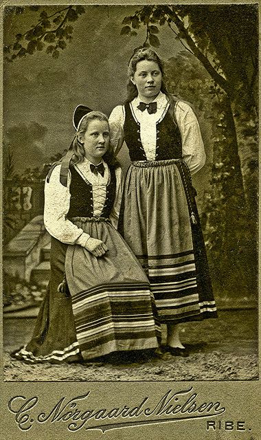Letterpress Card / Typography  Sisters of Hans Hansen in Ribe Denmark about 1900 | Flickr - Photo Sharing!
