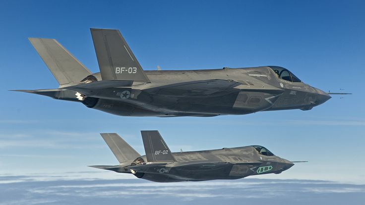 http://www.aviationnews.eu/blog/wp-content/uploads/2011/03/F-35-formation-tests-2.jpg