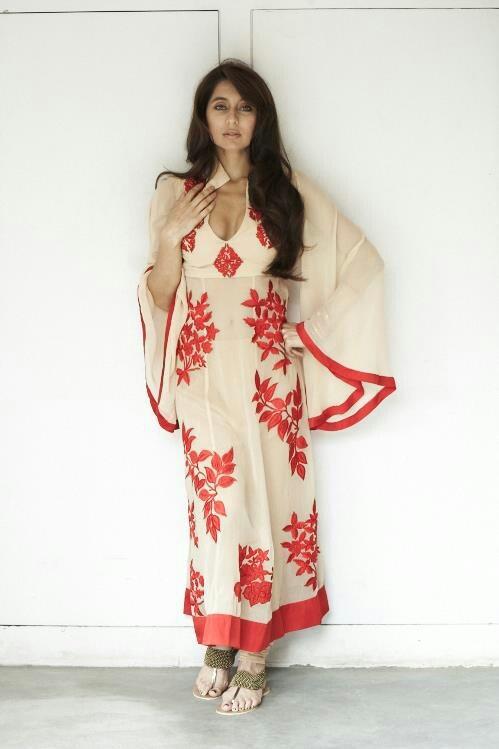 Unique #salwaar kameez #chudidar #chudidar kameez #anarkali #anarkali suits #dress #indian #outfit #shaadi #bridal #fashion #style #desi #designer #wedding #gorgeous #beautiful