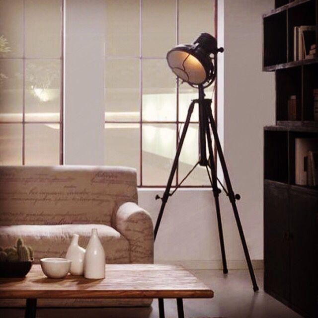 Lampe modell DETROIT.   #lampe #stålampe #gulvlampe #industrielldesign #interior #interiør #interiormirame #interiørmirame #design #oslo  #interiørpånett #nettbutikk #mirameinteriørogdesign #detroit
