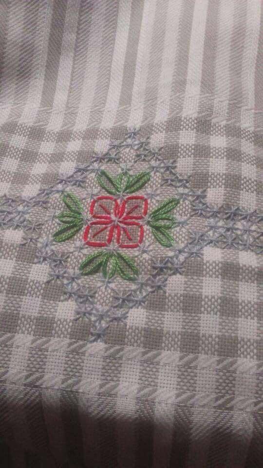 Broderie Suisse, Chicken scratch, Swiss embroidery, Bordado espanol, Stof veranderen.:
