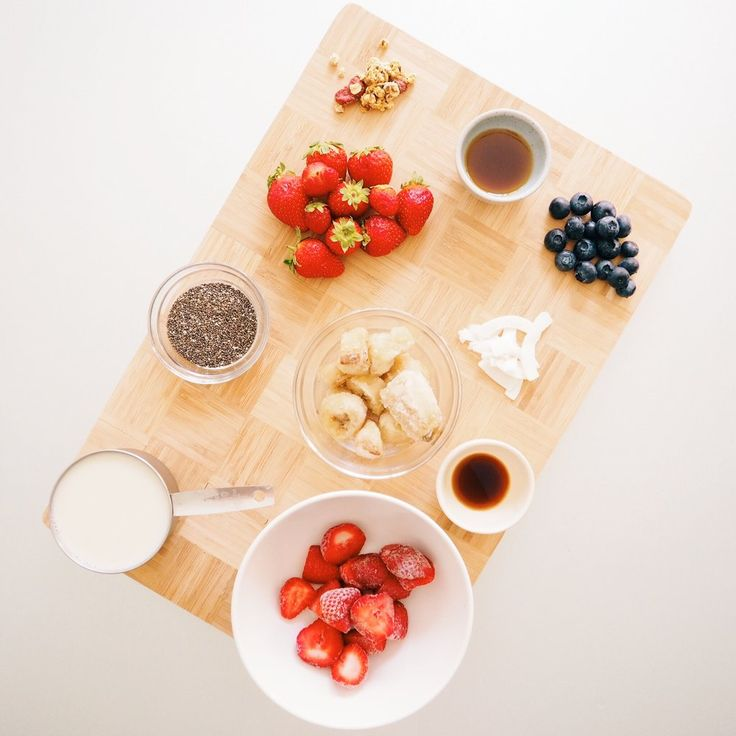RECIPE | BERRY CHIA SMOOTHIE - CHRISTIE AT HOME (VEGAN)