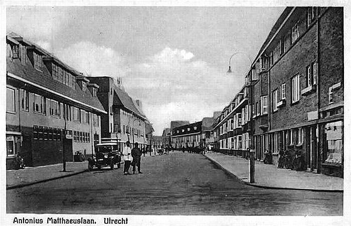 Tuinwijk 1930: Antonius Matthaeuslaan. Rechts de Jac. v.d Borchstraat. Verderop het Willem van Noortplein