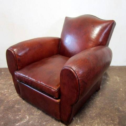 SOLD restored antique club Chair, the tapestry has been redone (drop and is old leather) .the leather bellows and the cushion are new leather patina in the color of the old leather. The old leather is skated originally. the leather Brittany Workshop offers the discovery of the