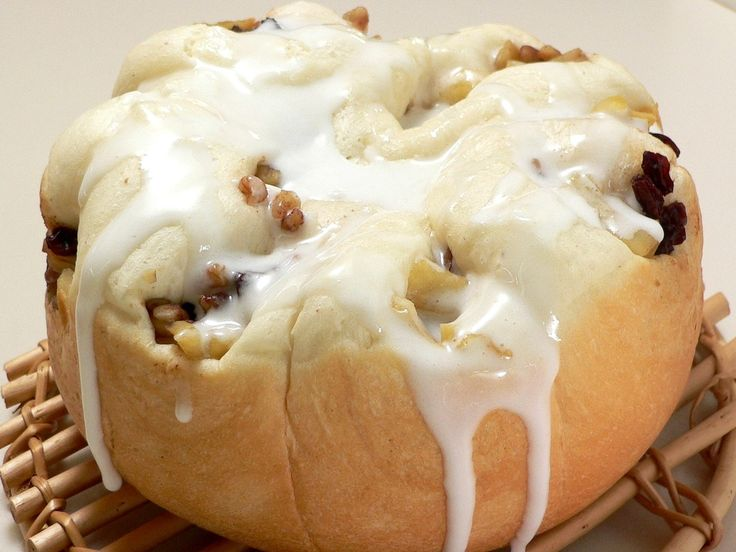 デコレーションケーキのようなアップルロールパン。とってもスイートでふわふわ。苦めのコーヒーと一緒に召し上がれ。