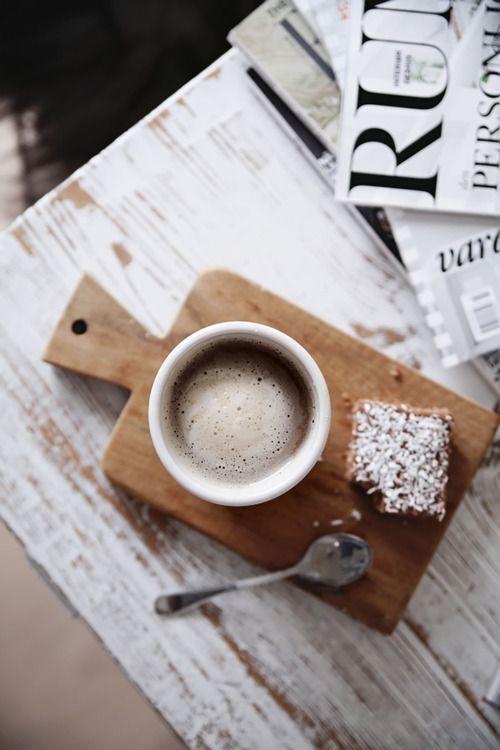 Kaffee und was Süßes, besser kann der Tag nicht beginnen