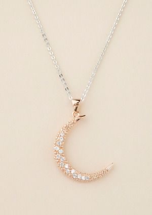 I would die if this is what I got as a christmas gift.. or even better, a PROMISE RING <3 ugh dead. This necklace with a letter N for my boyfriend Nico attached to it, so I can have the two loves of my life wrapped around my neck <3