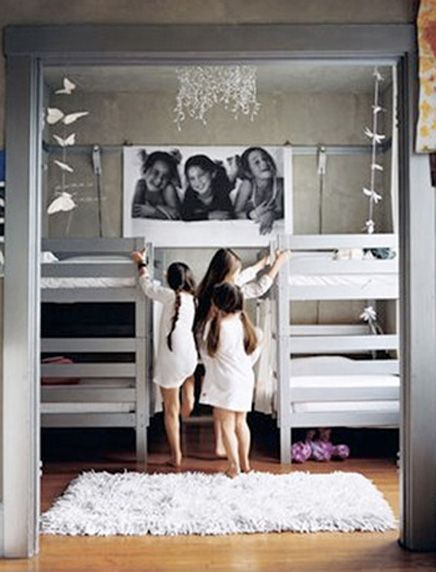 Great  ideas for bunk bed positioning and design!Ideas, Shared Room, Bunk Beds, Kids Room, Kidsroom, Girls Room, Kid Rooms, Bunk Room, Bunkbeds