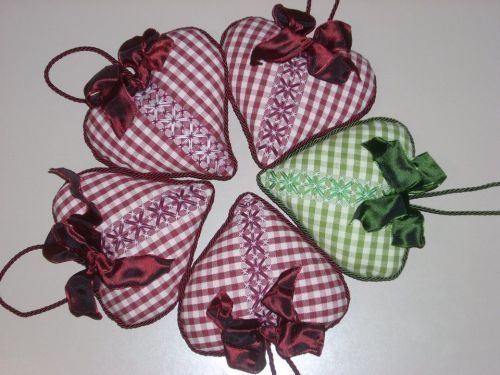 ♥ ♥ ♥...i can see this as embroidered applique on a gingham garment...inspirations abound!!!