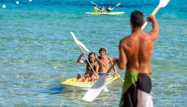Un giro in canoa al Chia Laguna Resort
