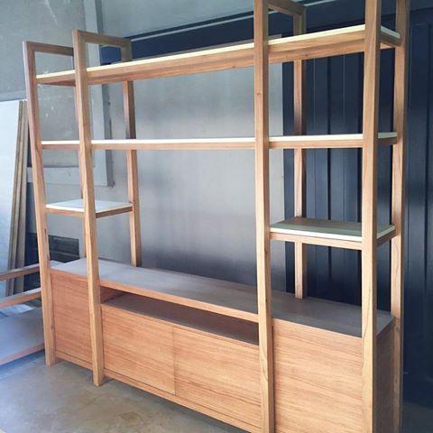Resultado de imagen para living biblioteca madera