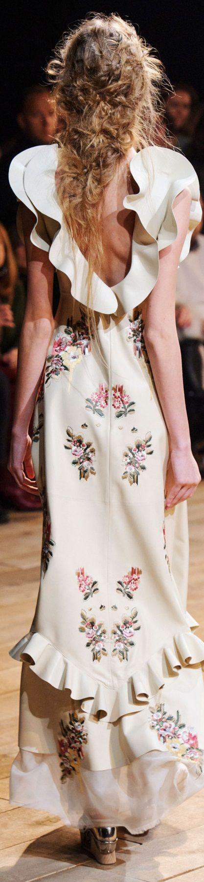 Alexander McQueen Spring 2016 V
