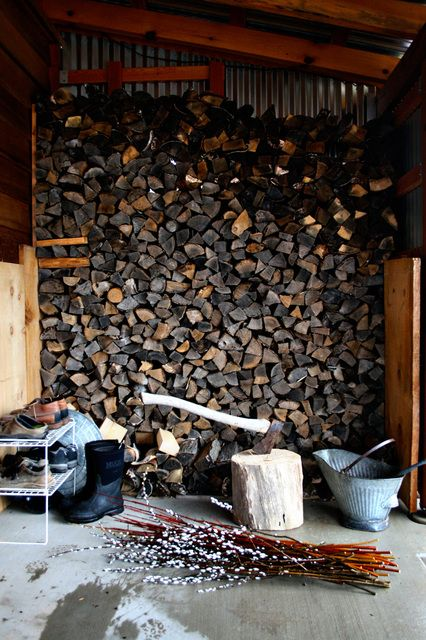 firewoodCabin, Humble Abode, Green Tours, Country Life, Wood Pile, Woodpile, Outdoor Spaces, Inspiration Outdoor, Farmhouse Inspiration