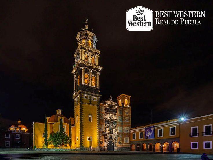 EL MEJOR HOTEL EN PUEBLA. El Templo de las Cinco Llagas de San Francisco, está ubicado en la zona centro de Puebla; se trata de un conjunto arquitectónico que forma parte importante de la historia de la ciudad, ya que fue fundado por franciscanos durante la época colonial. Además, su fachada lateral está considerada como la más antigua de la ciudad. En Best Western Real de Puebla, le invitamos a recorrer los templos relevantes de la ciudad. #bestwesternhotelrealdepuebla