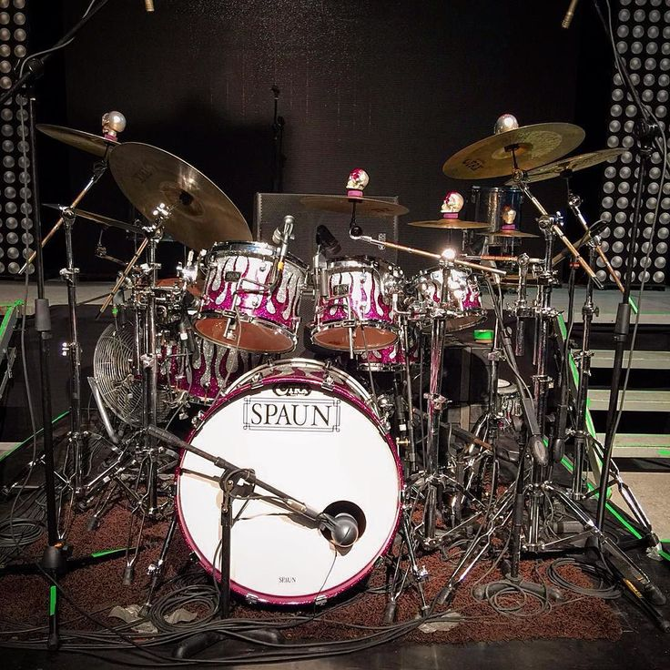 Amazing drumset from @irvingregalado a customized Spaun Drum @spaundrumcompany with @aquariandrumheads changed by @trutuner and a great set of @trxcymbals  This Drum set configuration sounds really great live! The diamond of the stage will always be the drumset. #Drums #Drummers #Drumheads #Cymbals #Drumsticks #Snare #BassDrum #Drumkit #Drumlife #Toms #Bateria #Bateristas #Platillos #Baquetas #Parches #Tarola #Batera #Musica #Music #DrumatikaMX #Instagood #PicOfTheDay #FotoDelDia…