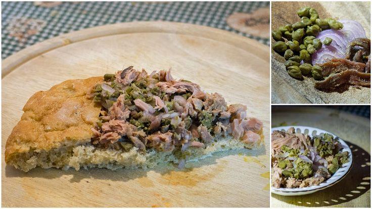 COSA METTERE NELLO ZAINO: panino al tonno, capperi, acciughe e cipolla.