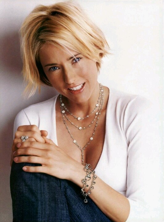 Love this actress. Happy Birthday Tea Leoni