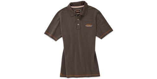 Polo Piqué. Moderno polo en color marrón. Deportivo y elegante. Ancha tira de botones en la parte delantera. Contrastes en naranja que destacan su diseño. Material: 100% algodón.