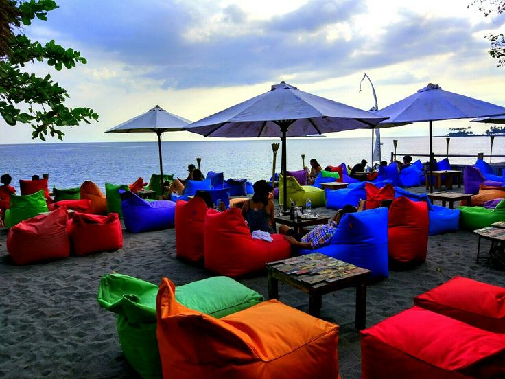 Hang out at La Chiil Bar (Mataram, Lombok)