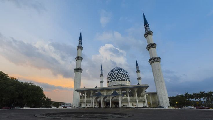 Sunrise Time Lapse at a Mosque. Sultan Sallehuddin Abdul Aziz Shah Mosque, Shah Alam, Malaysia. 4K. Motion Timelapse Zoom In.