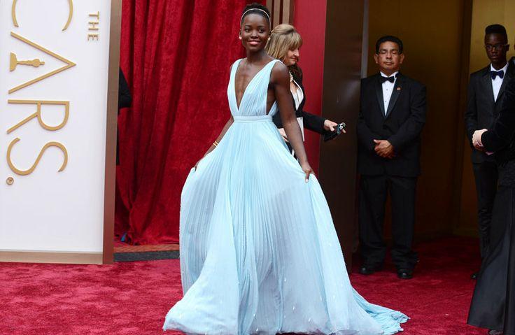 Lupita Nyongo alaba belleza negra; soñó con ser blanca