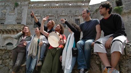 by Giorgos Koulouvaris & clickatlife.gr: Encardia: «Αδυνατούμε να εντοπίσουμε την προσωπική μας ευθύνη...»