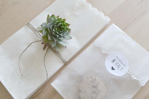 25 sacchetti per confettata fustellati di PearlsToPigeons su Etsy