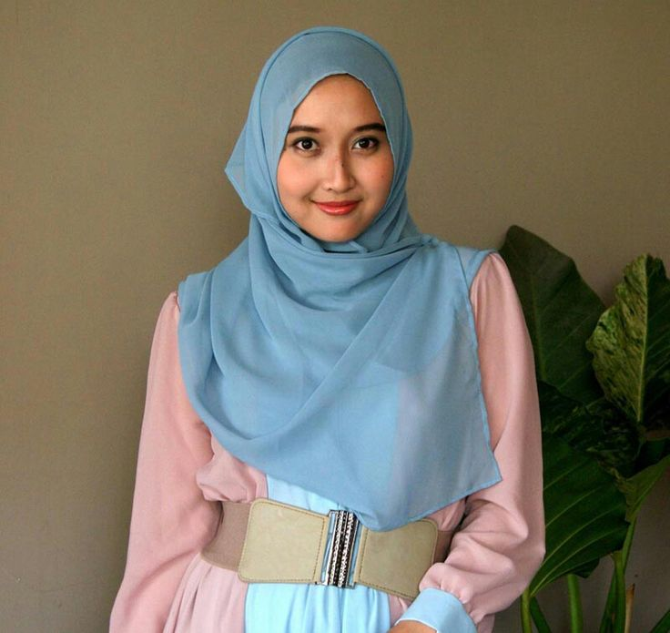Gesti Nur Ula Deraputri, 22 years old from Indonesia. View her full biography and vote her to be The World Muslimah 2014. http://tinyurl.com/wma2014-09071740 #nominee #onlineaudition #WorldMuslimah2014