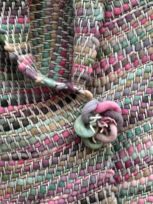 chal flamé de lana, con broche flor