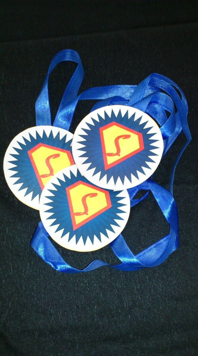 Medals homemade - Super Hero Party - with template and instuctions