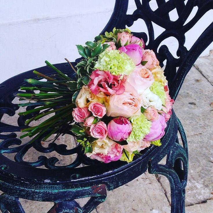 Букет невесты из пионовидных роз Джулиет, зеленой гвоздики, пионов, эустомы и кустовых роз. Очень нежный и мечтательный