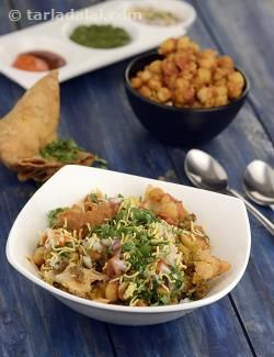 This mouth-watering Chole Samosa Chaat is an ever-popular roadside treat in…