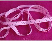 1,45 mètre de Ruban rose clair avec motif petit : Rubans, biais pour bijoux par lilycherry  http://www.alittlemercerie.com/rubans-biais-pour-bijoux/1_45_metre_de_ruban_rose_clair_avec_motif_petit_-1646439.html